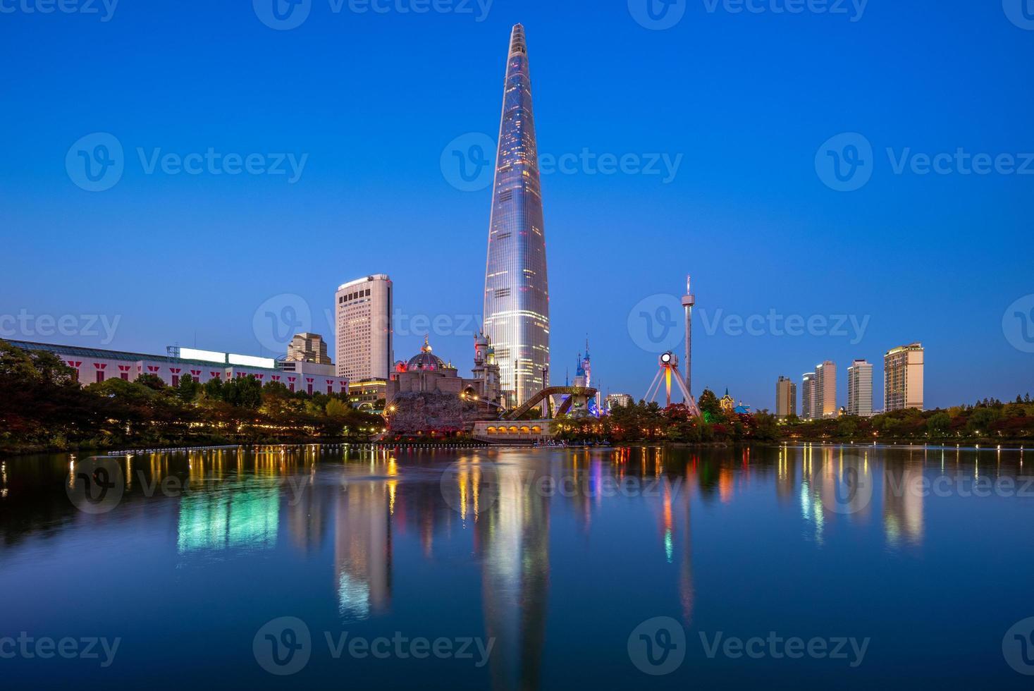 parque songpa naru y lago seokchonhosu por la noche foto