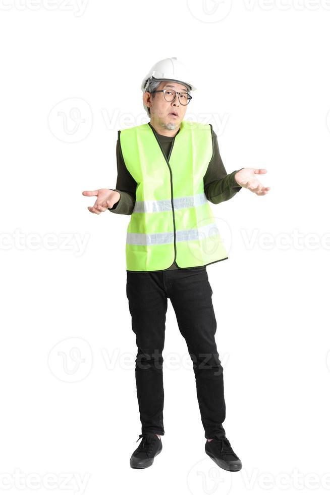 hombre asiático sobre fondo blanco foto