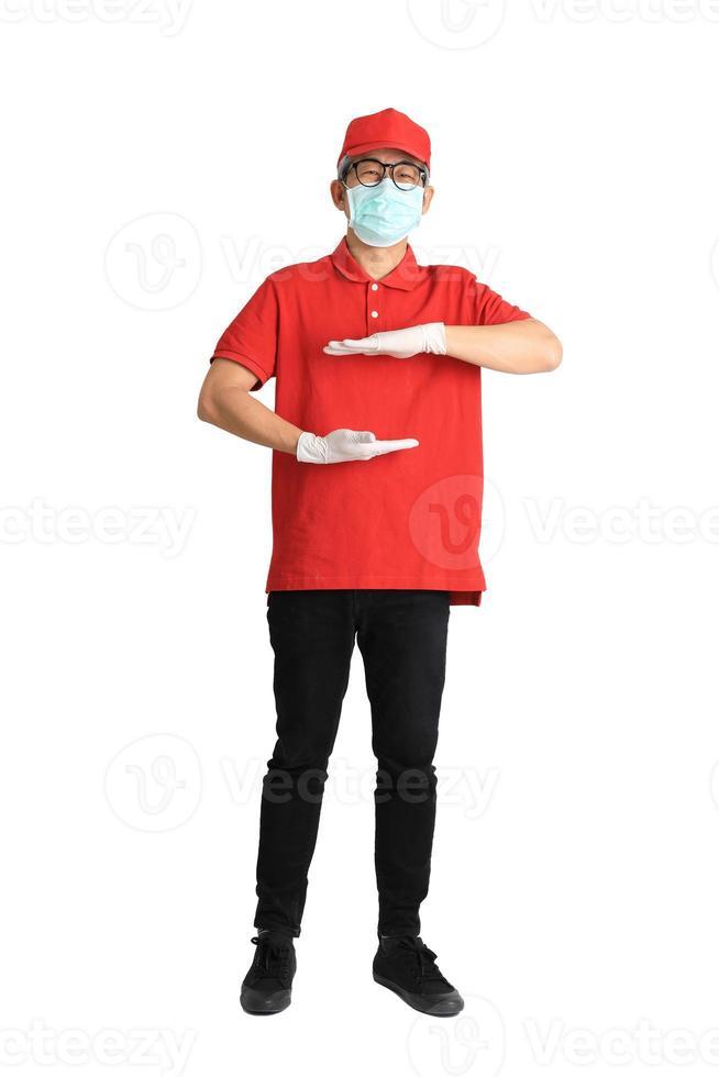 mensajero asiático con máscara foto