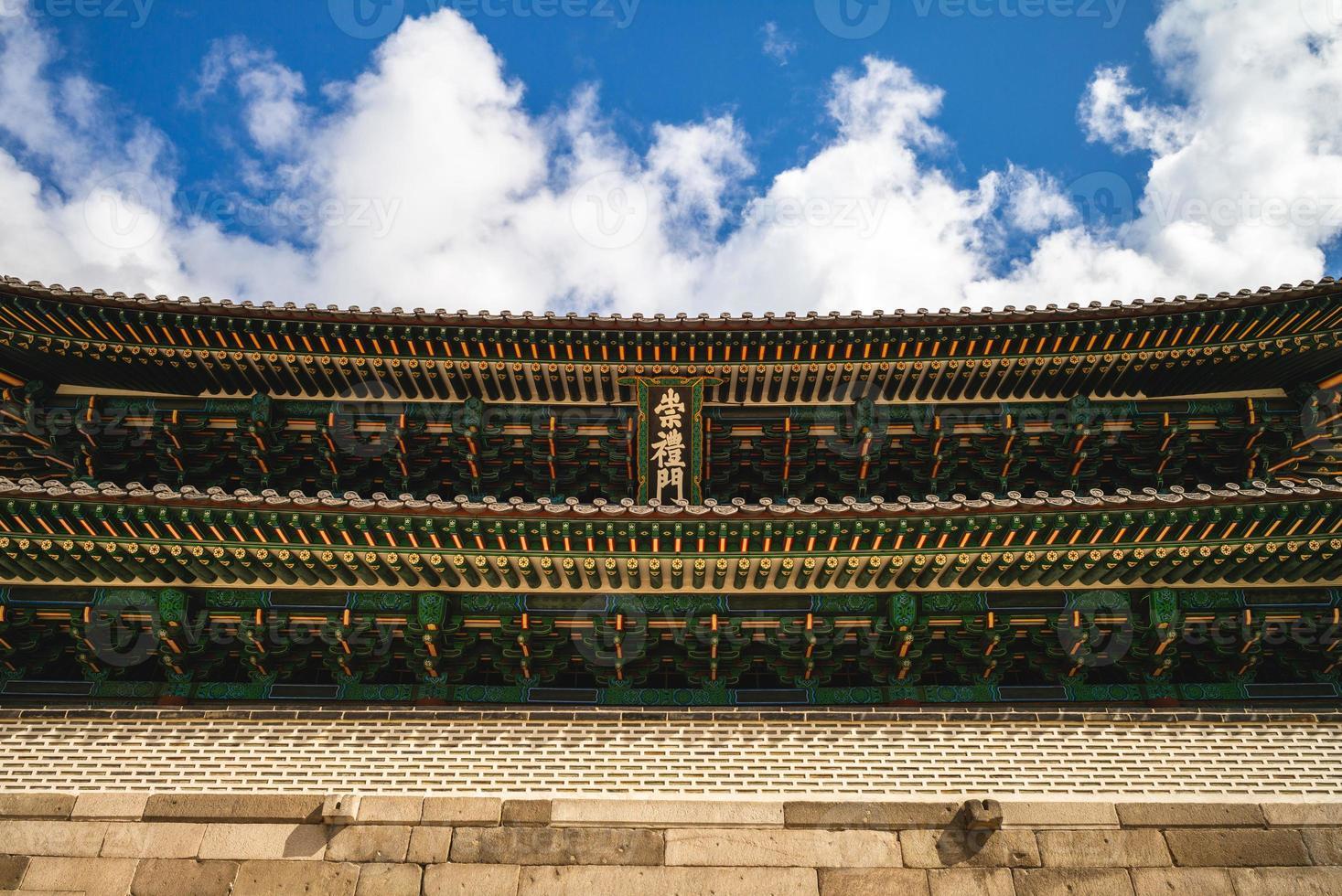 sungnyemun, gran puerta sur de la antigua ciudad de seúl en corea del sur foto