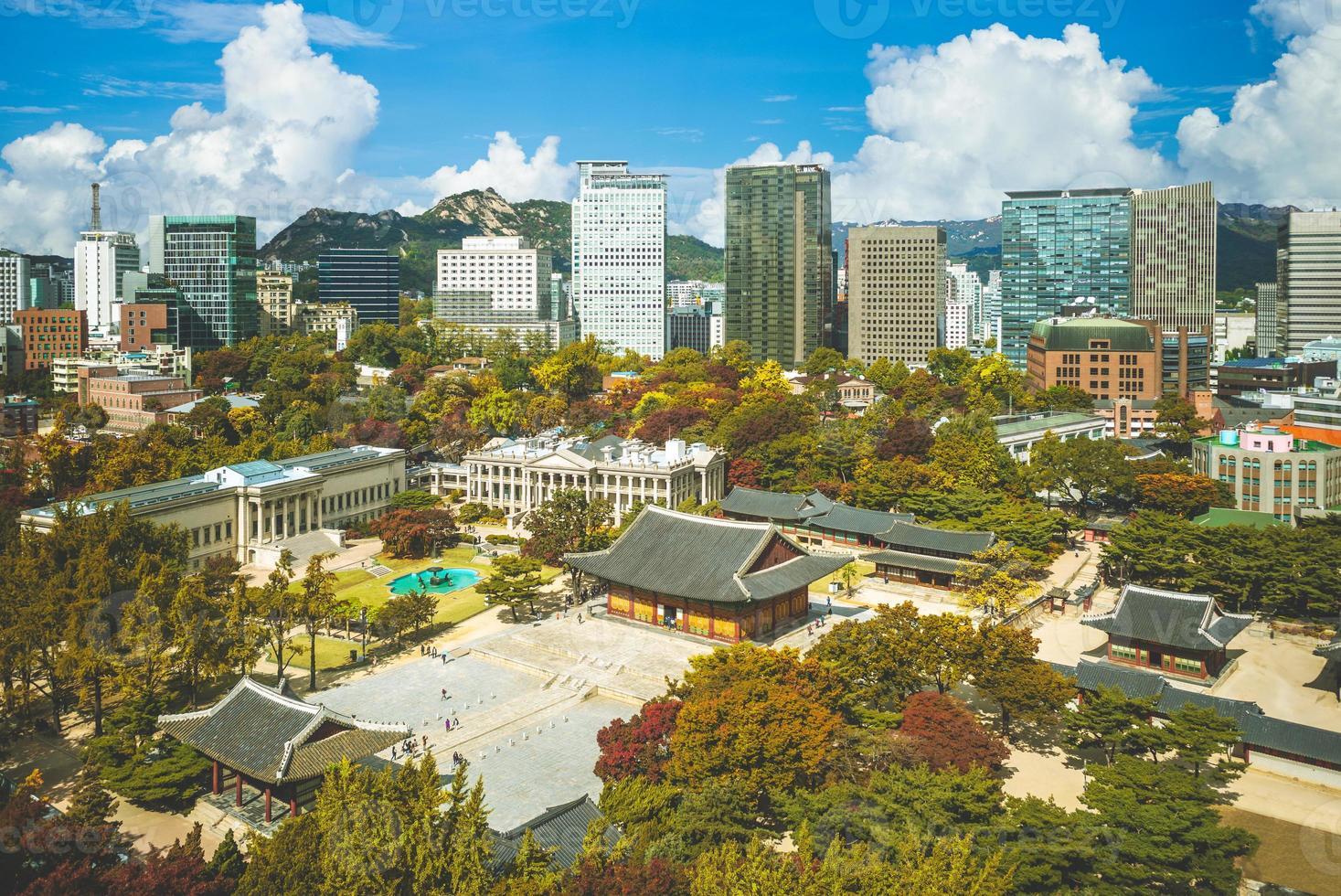 Palacio deoksugung, también conocido como palacio deoksu, en Seúl en Corea del Sur foto