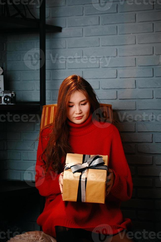 Asian girl with gift in her hands. photo