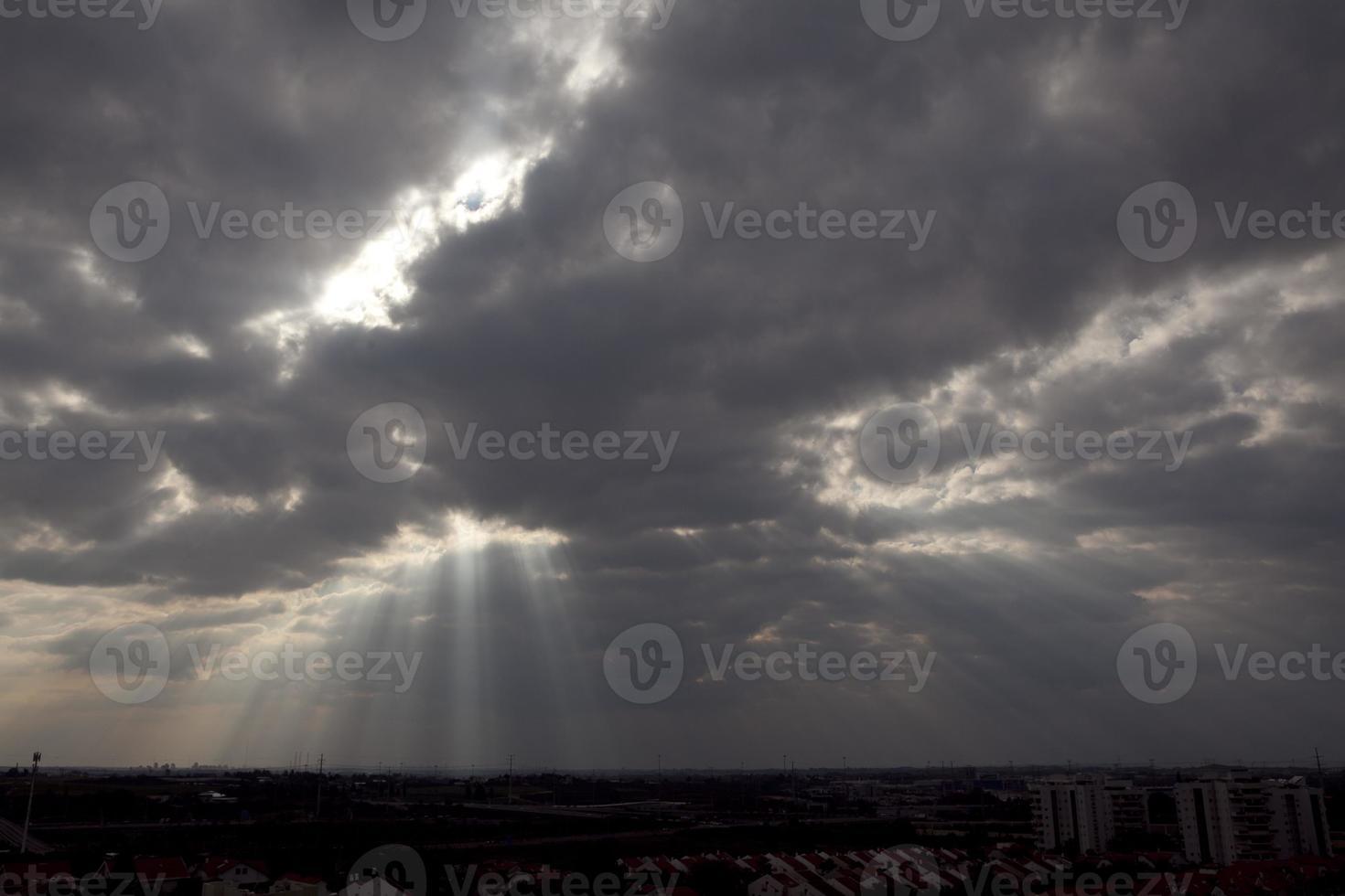 nubes locas en israel bonitas vistas de la tierra santa foto