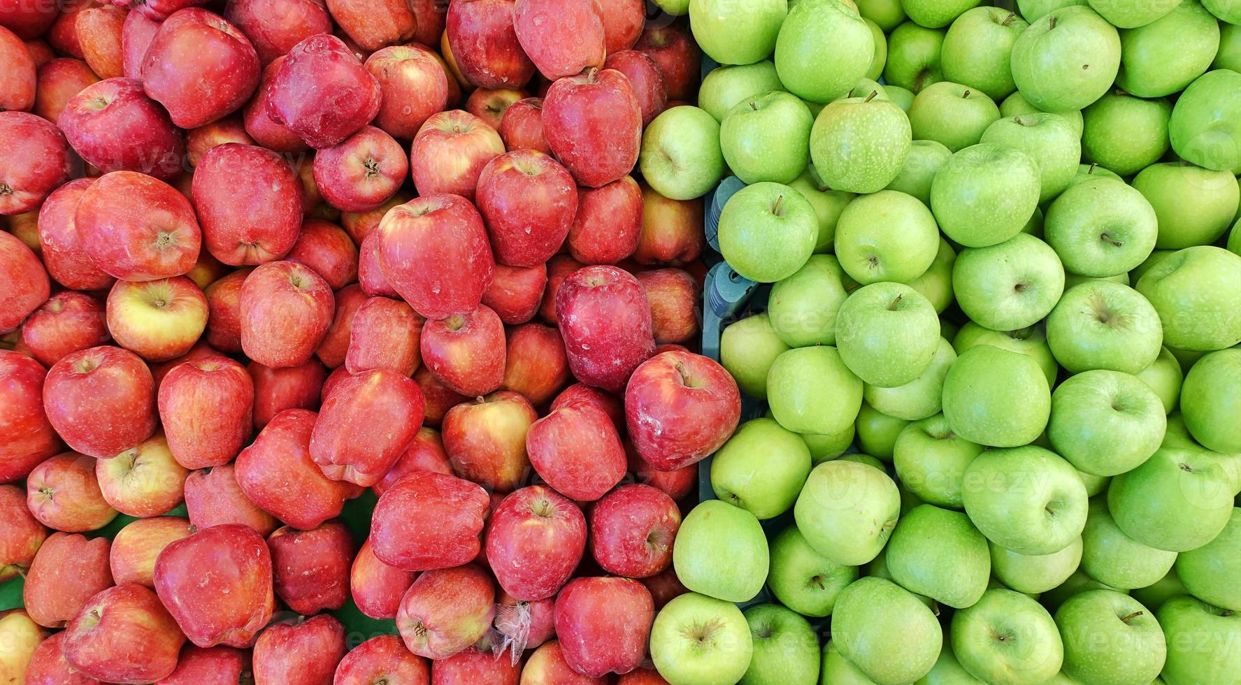 fruta manzana orgánica roja y verde foto