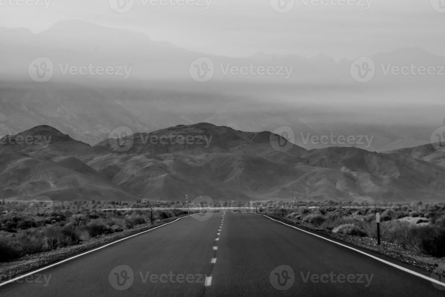 lonely empty road to deth valley national park photo