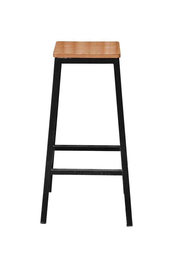 Patas de acero de madera silla de bar simplista aislado sobre fondos blancos foto