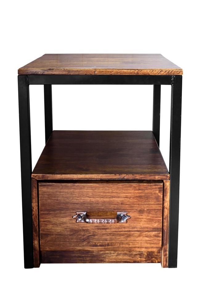 Pequeña mesa de madera con patas de acero con cajones aislado en blanco foto