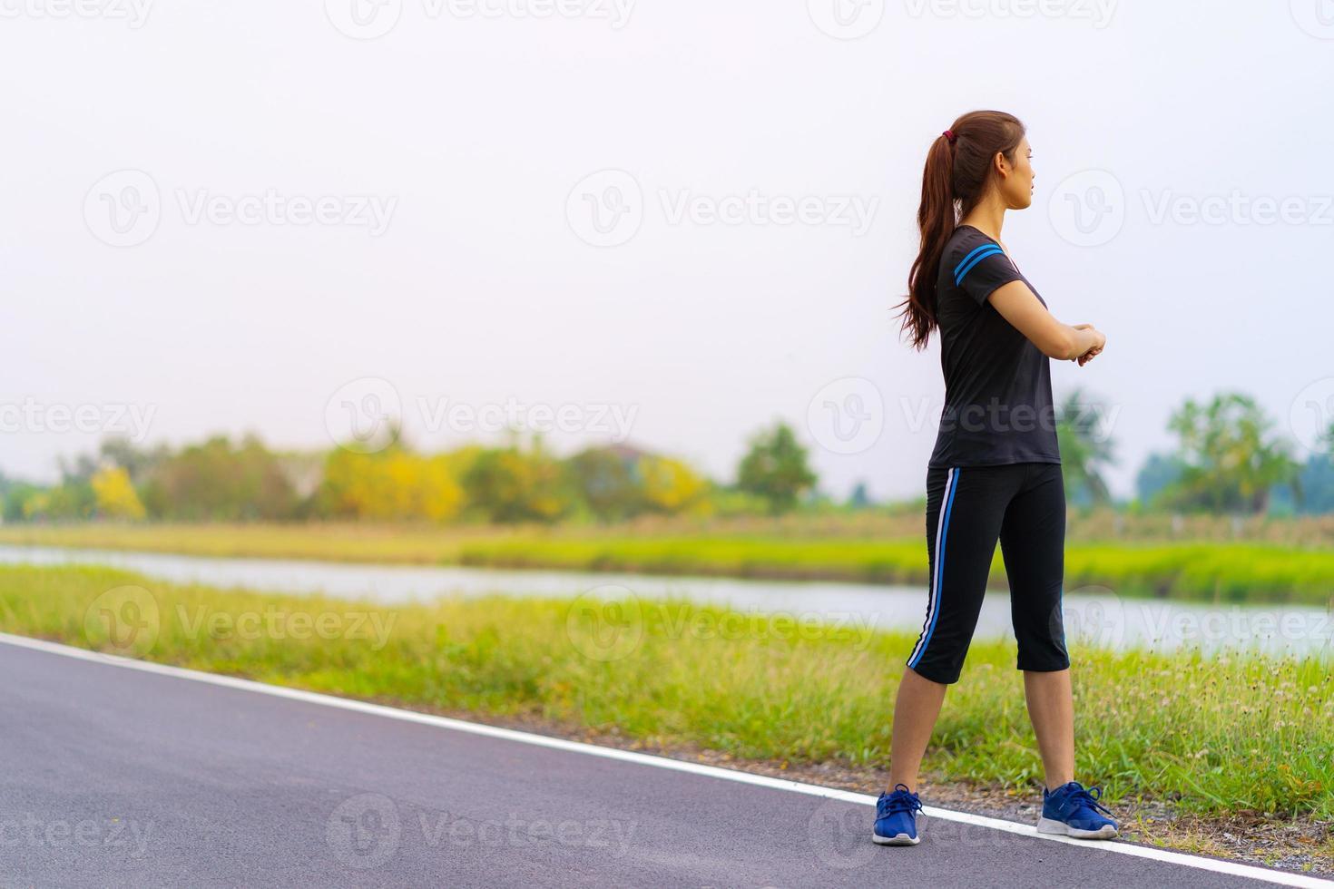 retrato, de, hermoso, niña, en, ropa deportiva, sonriente, durante, ejercicio foto