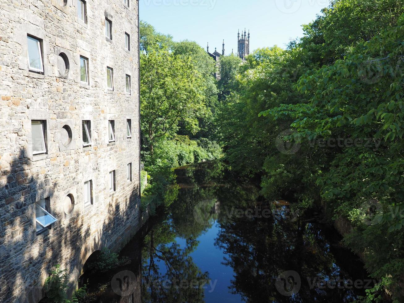 Agua del río Leith en Dean Village en Edimburgo foto