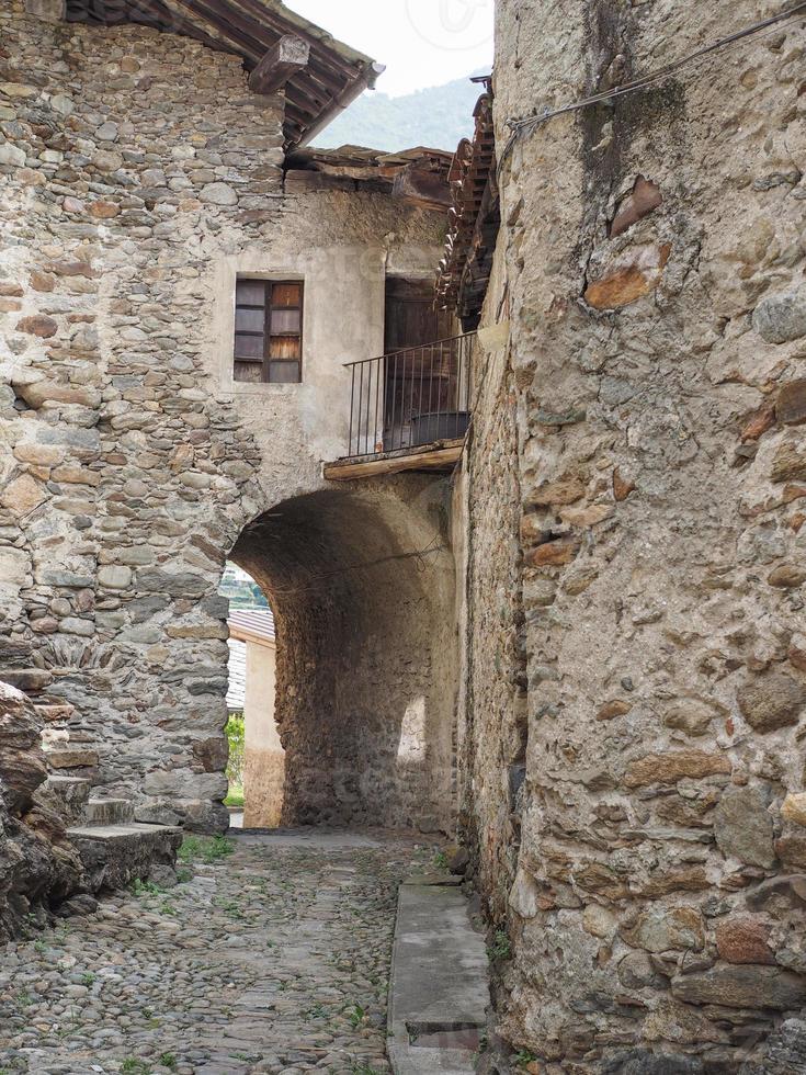 Vista del centro de la ciudad vieja de settimo vittone foto