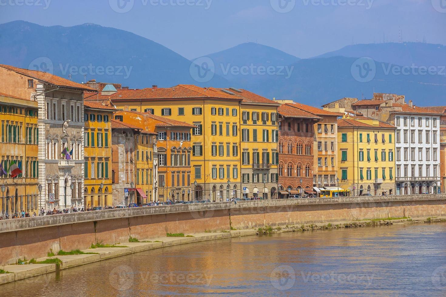 paisaje urbano del horizonte del centro de la ciudad de pisa en italia foto