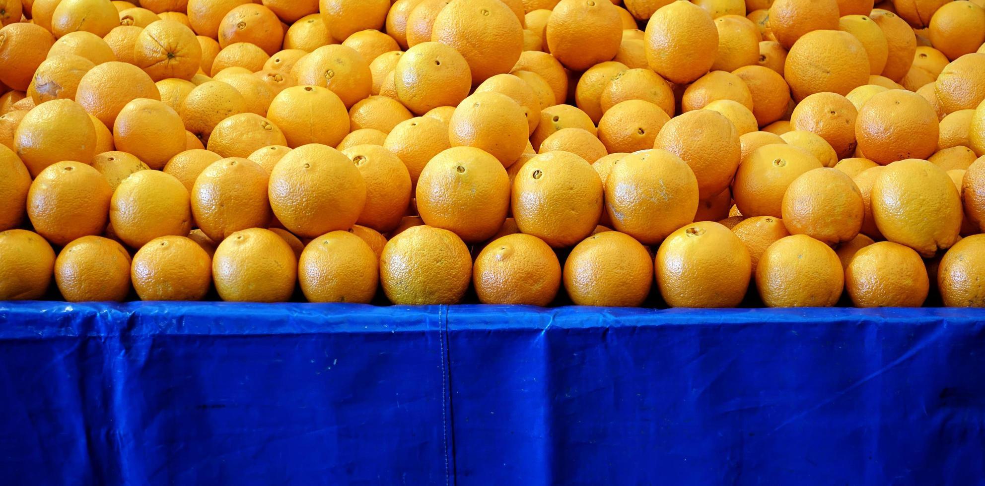 fruta fresca y jugosa naranja foto