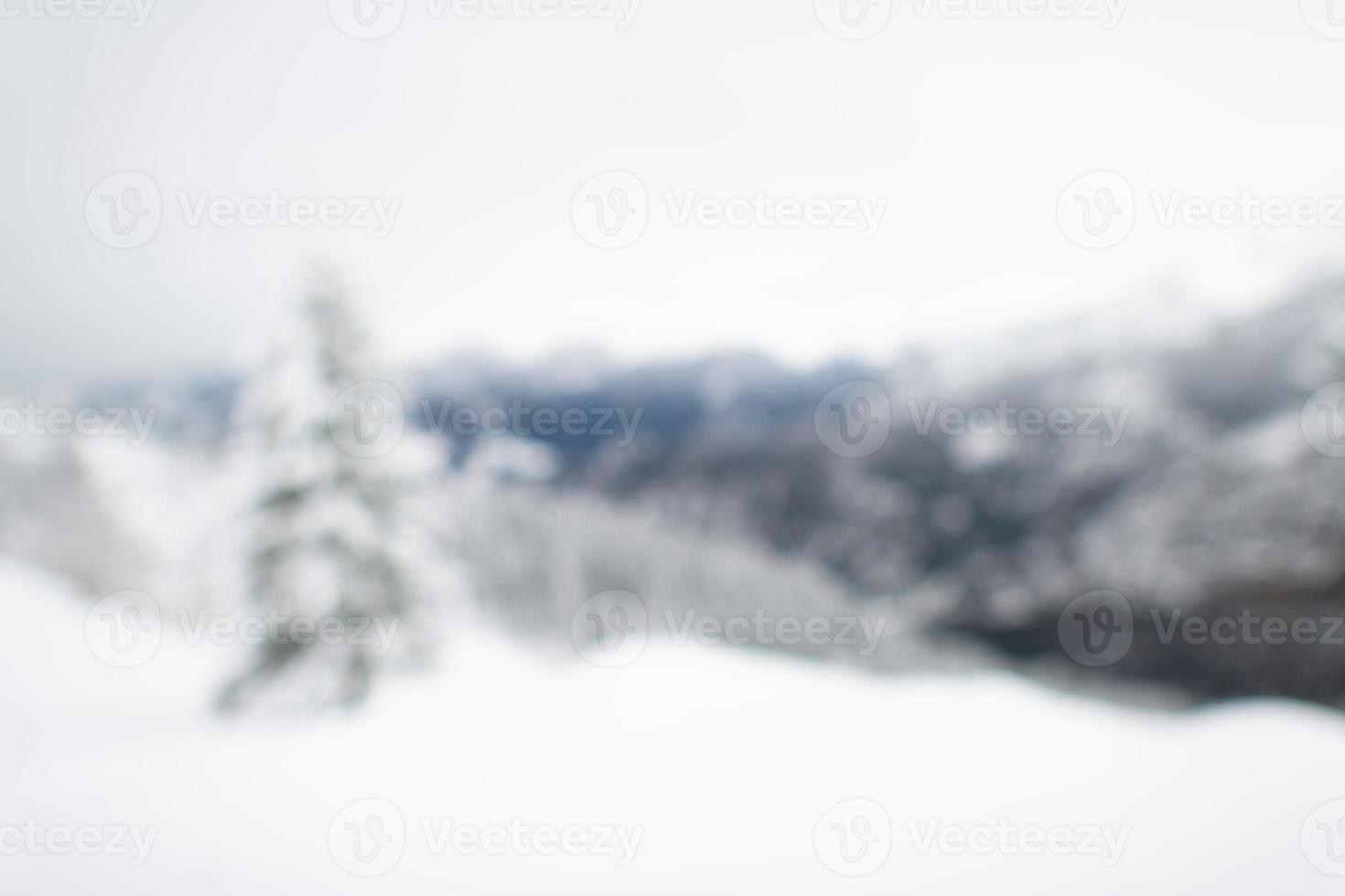 imagen de fondo desenfocada. paisaje de invierno después de las nevadas foto