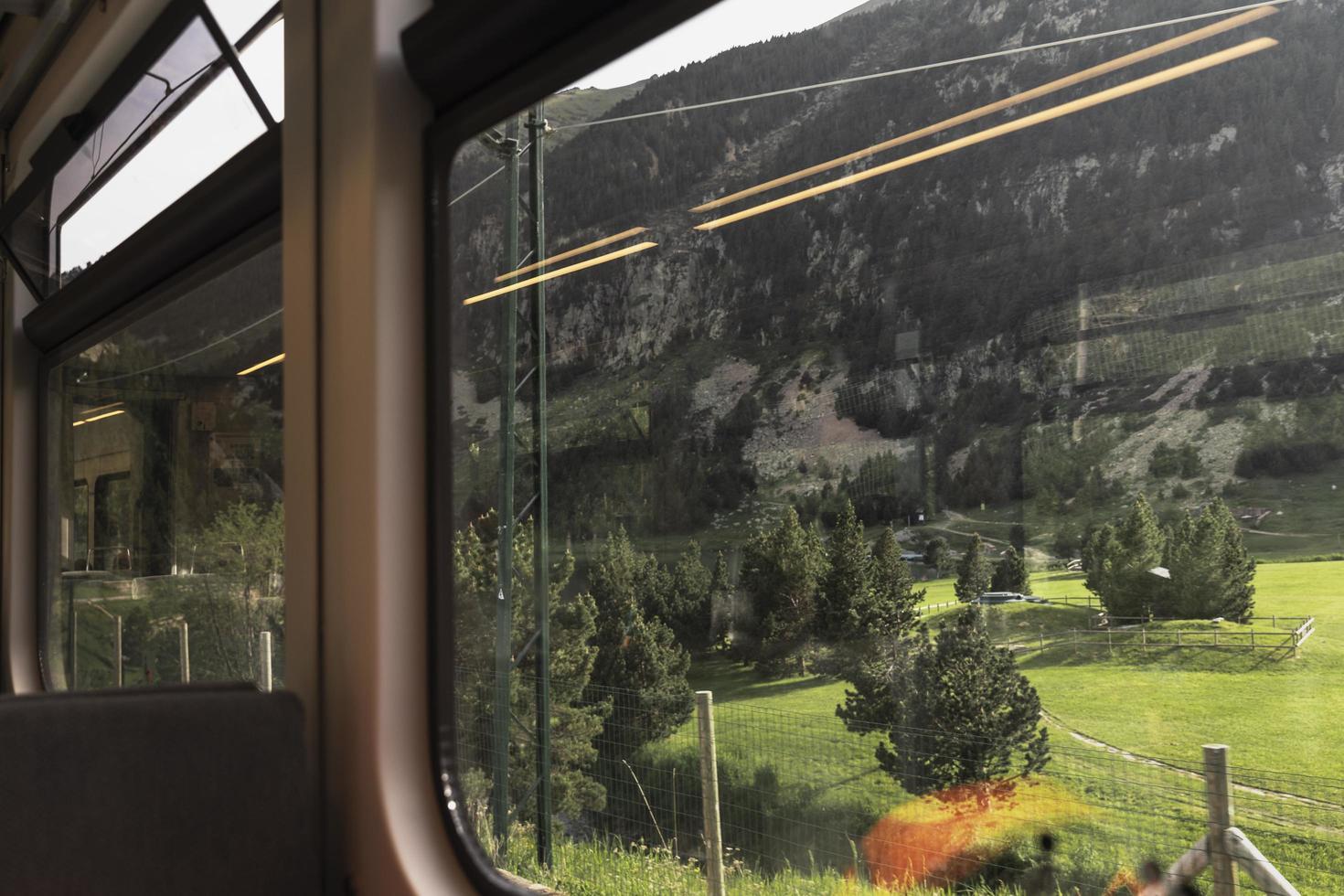 el concepto de viajar en tren. foto