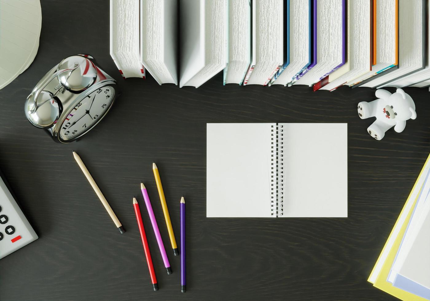 libros y crayones colocados sobre la mesa. foto