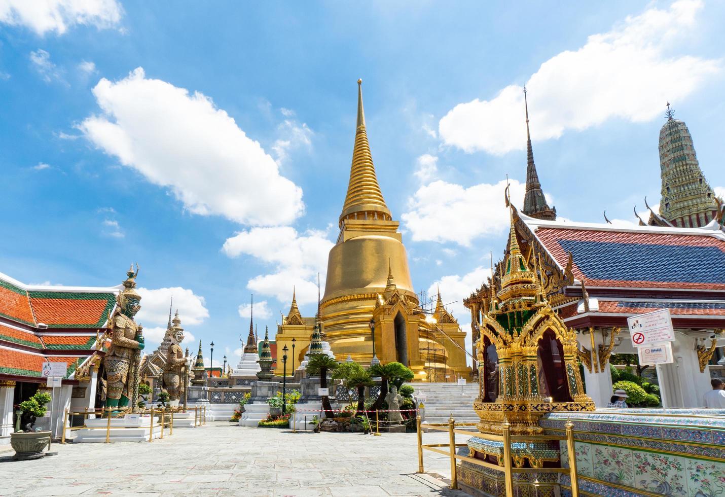 templo del buda esmeralda y el gran palacio, bangkok foto