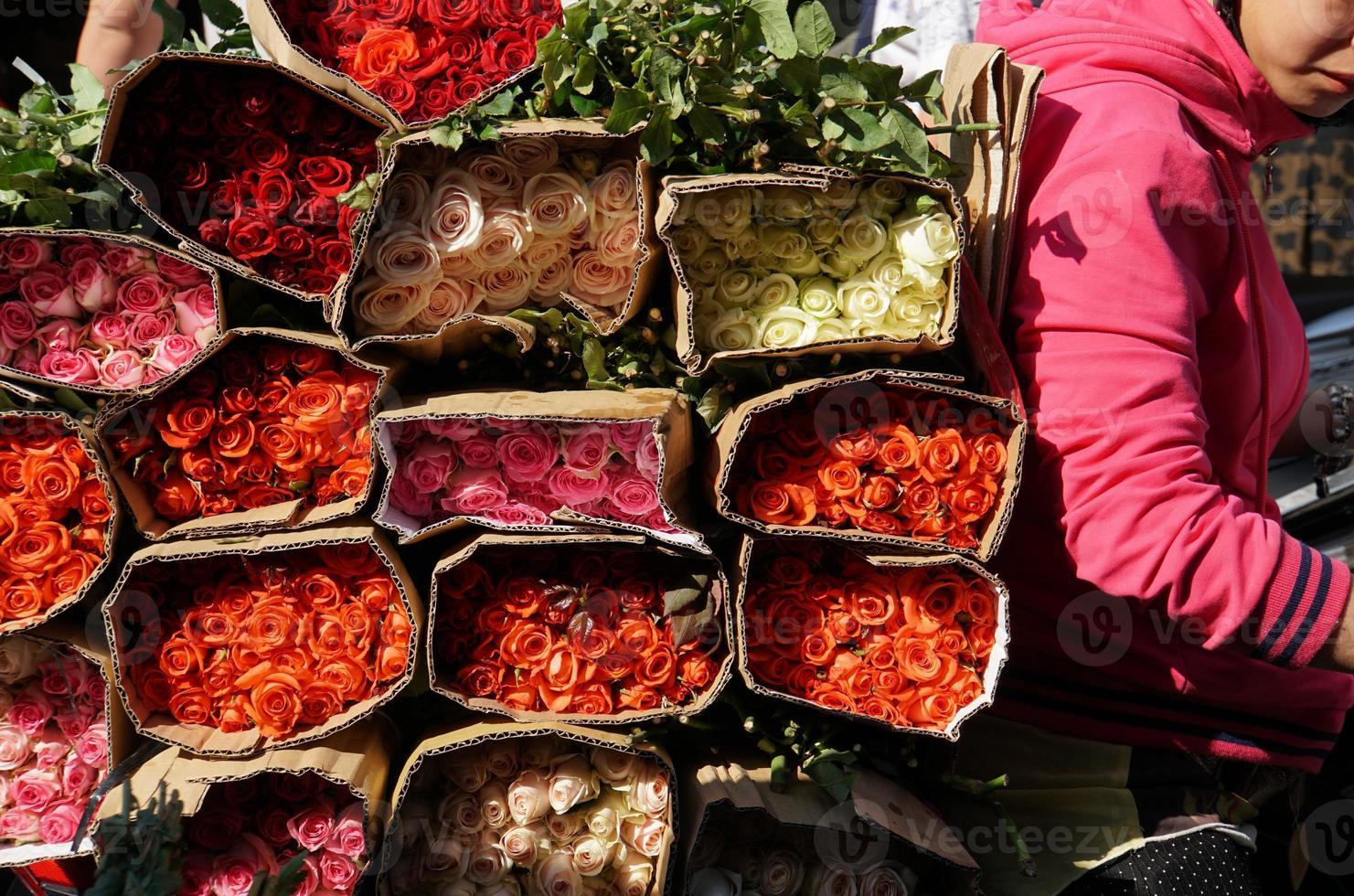 rosas en el mercado de la ciudad ho chi minh foto
