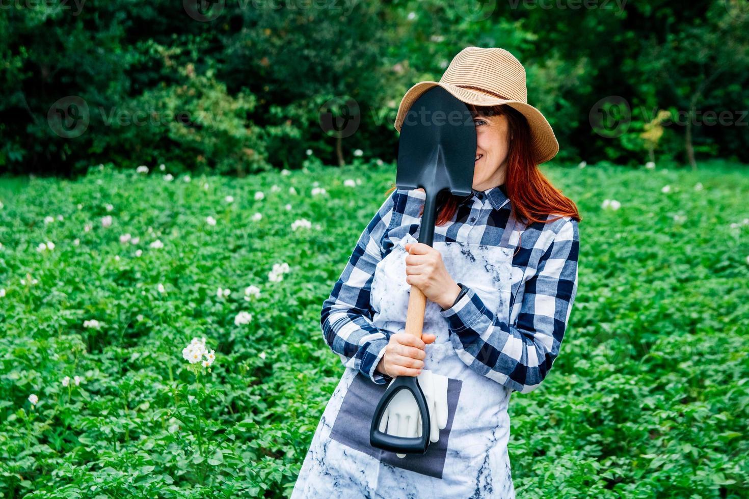 granjero con una pala foto