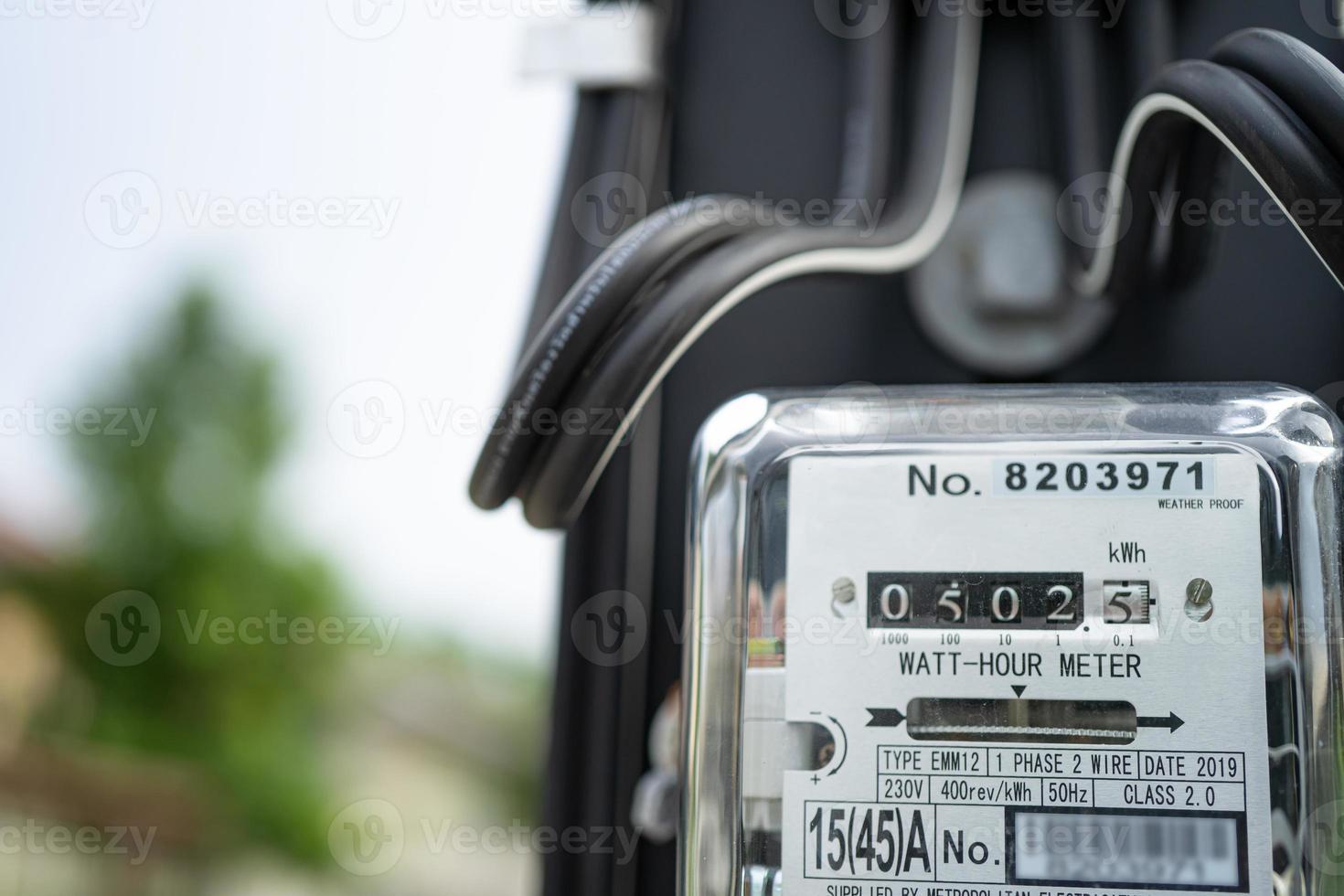 Medidor de potencia eléctrica para medir el costo de energía en el hogar y la oficina. foto