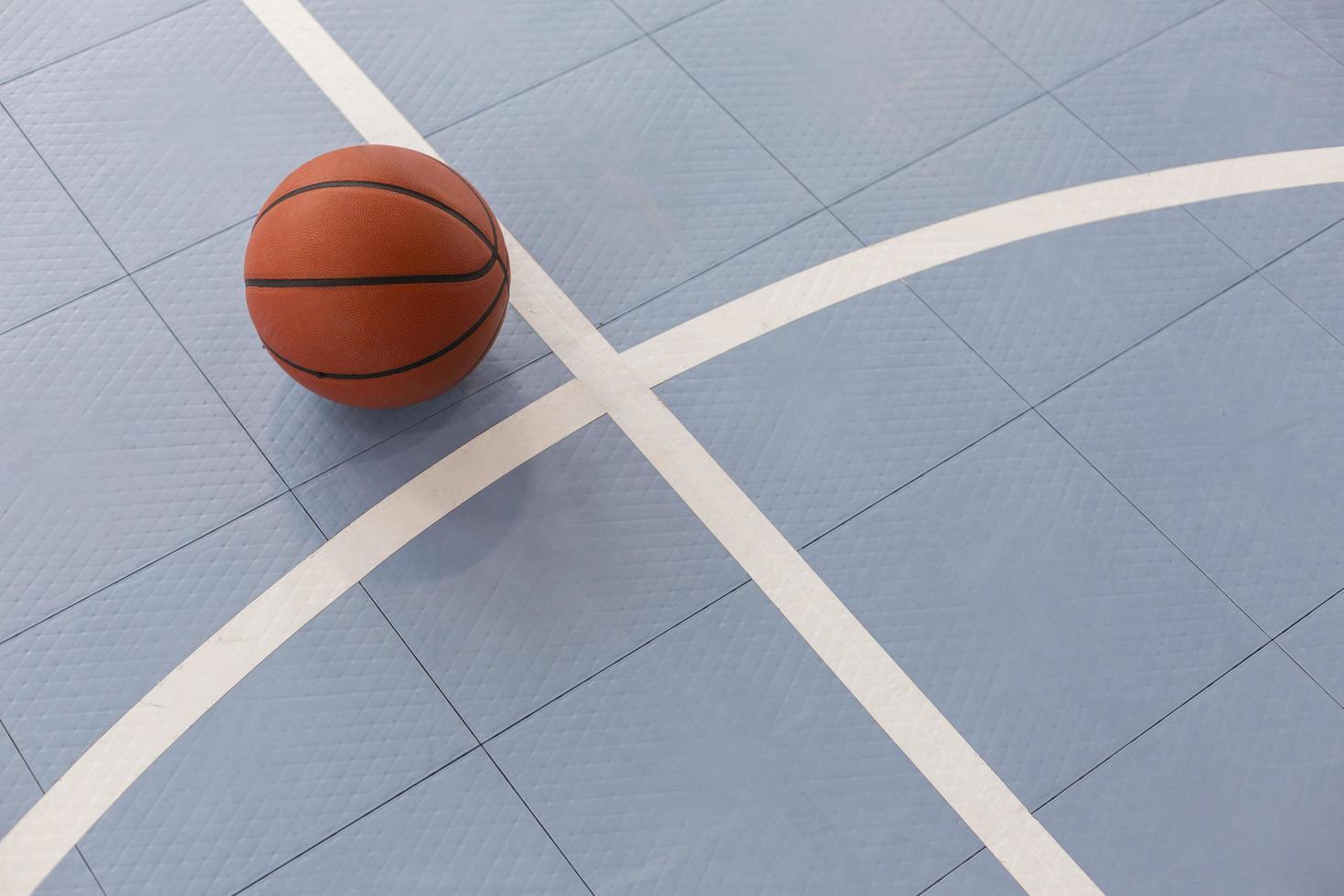 vista superior de la clase de gimnasia de baloncesto foto