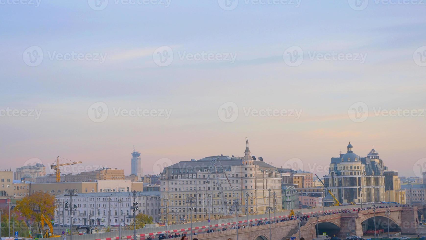 elegante cielo pastel vista del paisaje de la ciudad en moscú rusia foto