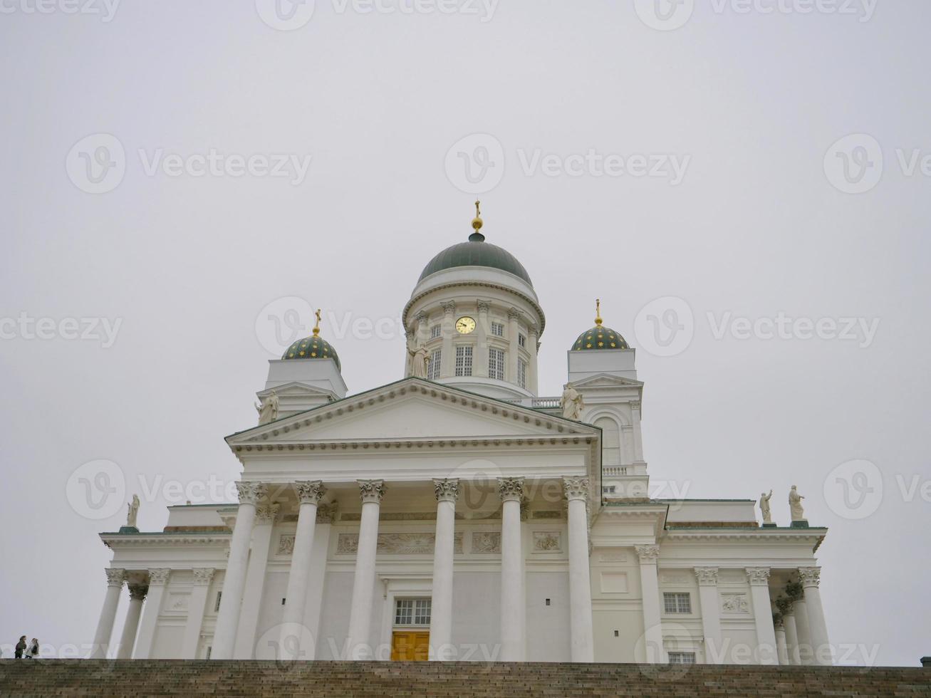 famoso lugar de viaje helsingin tuomiokirkko en helsinki, finlandia foto