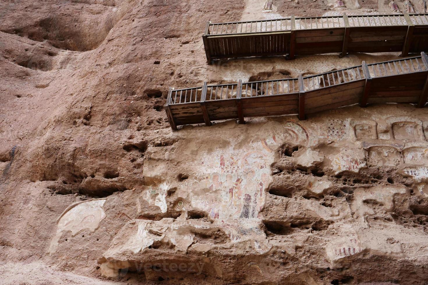 Pintura en relieve de la gruta del templo en tianshui wushanchina foto