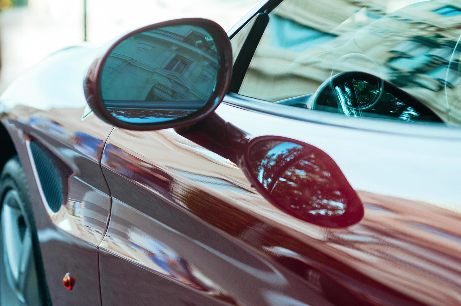 Detalle del coche deportivo rojo de lujo foto