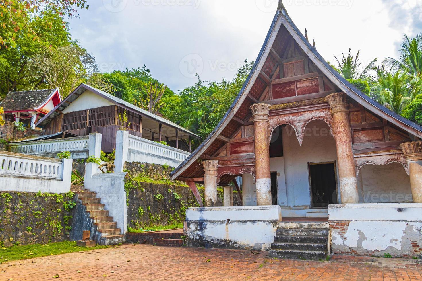 Wat siphoutthabat thippharam antiguo templo budista en Luang Prabang, Laos foto
