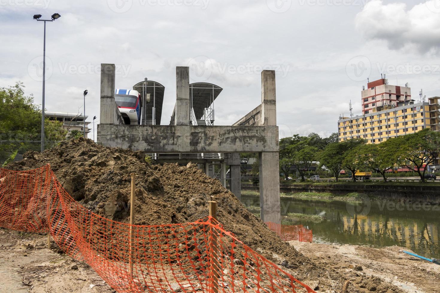 final de la estación de metro debido al sitio de construcción, kuala lumpur. foto