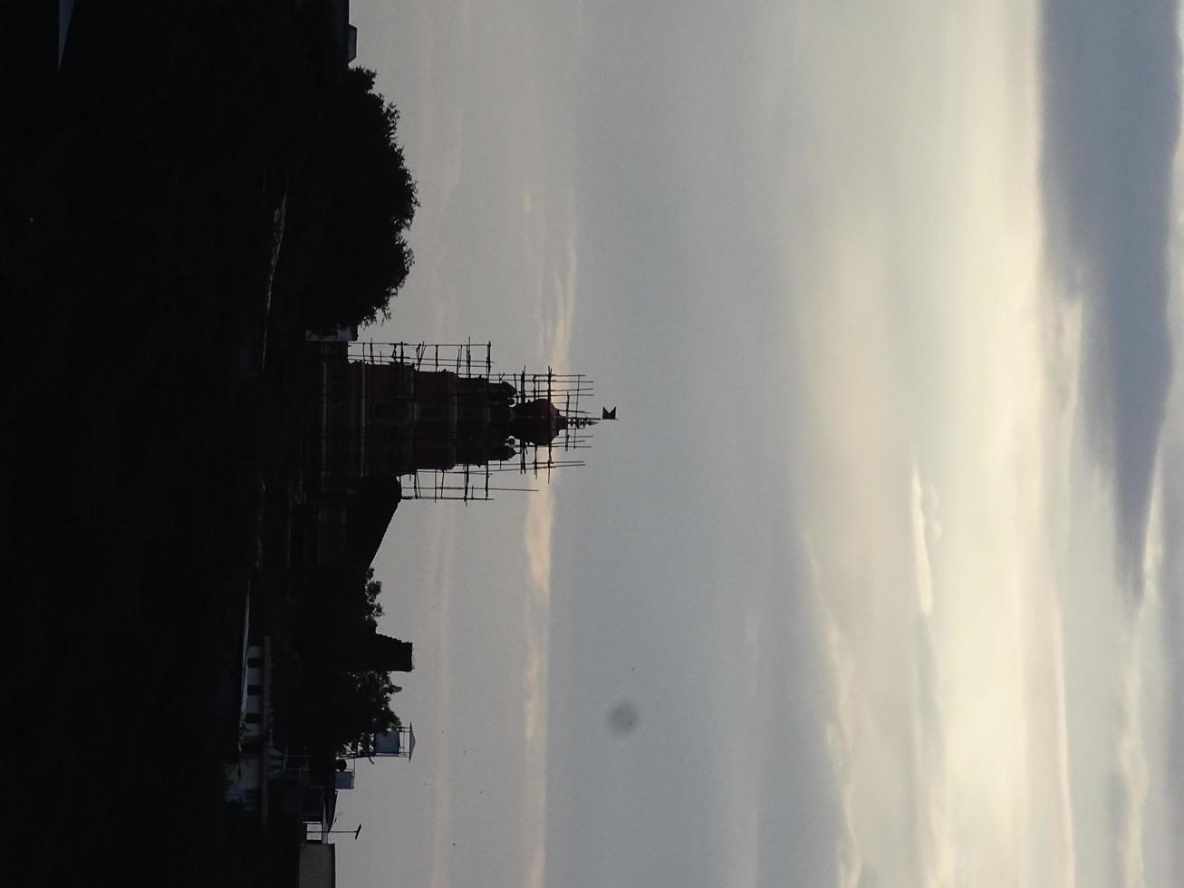vista nocturna del templo foto