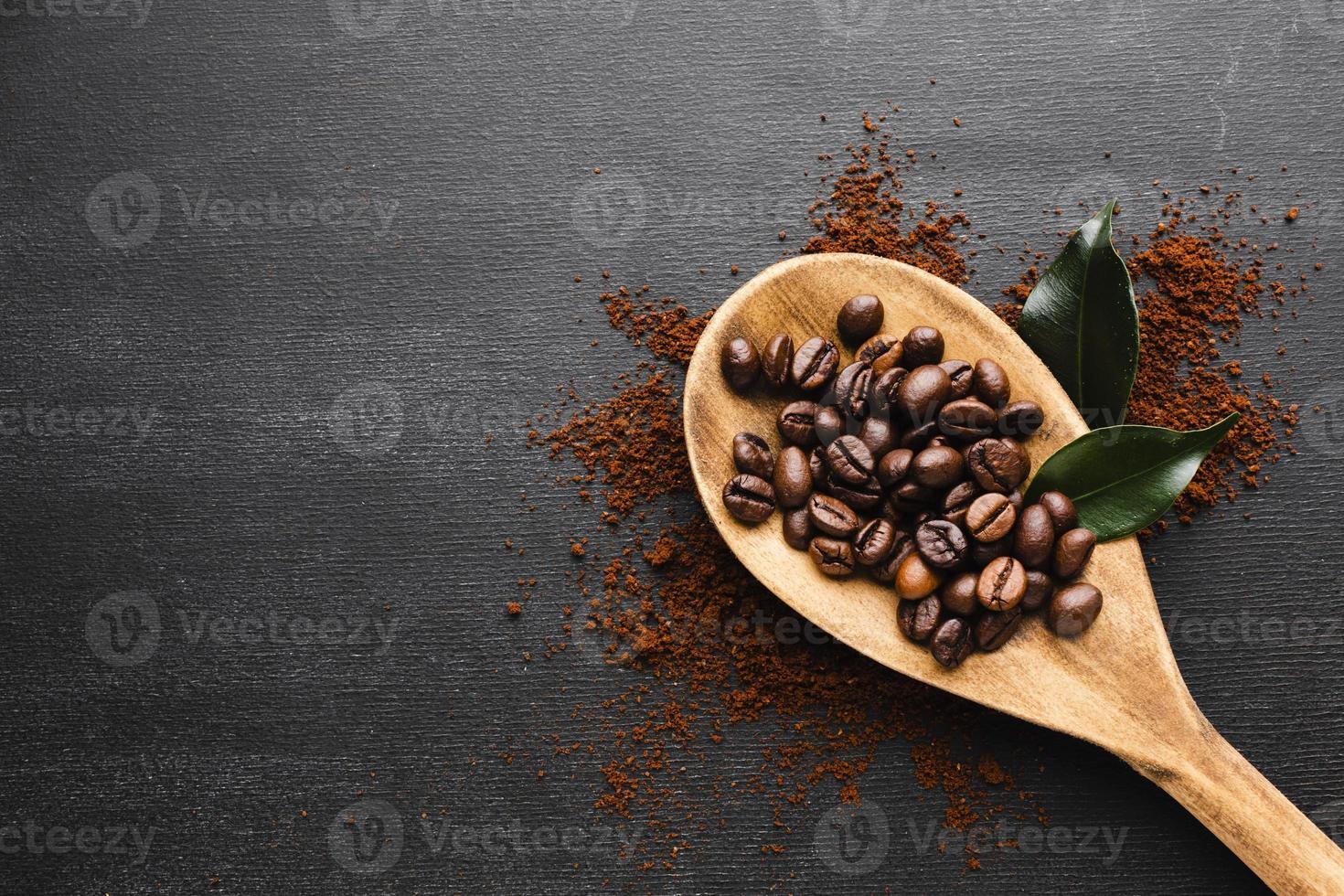 cucharada de café en la mesa foto