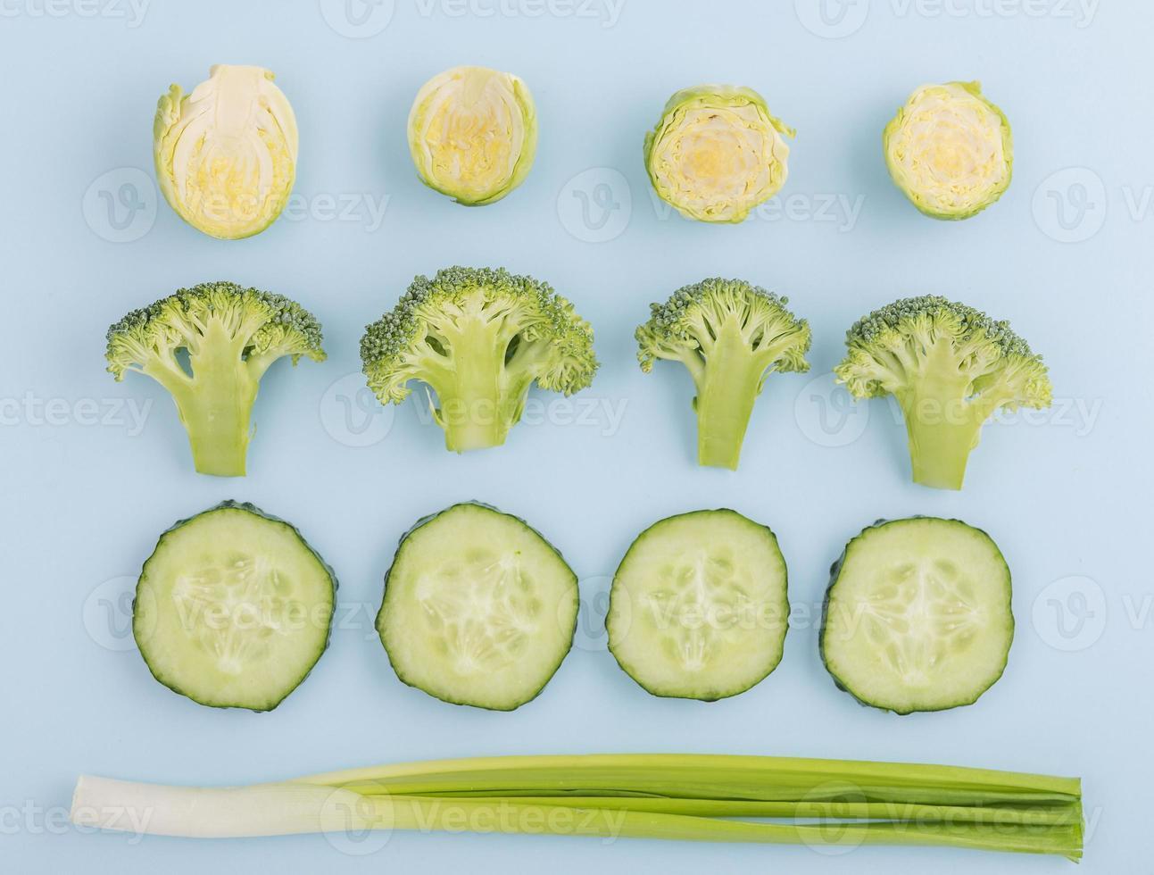 verduras orgánicas en la mesa foto