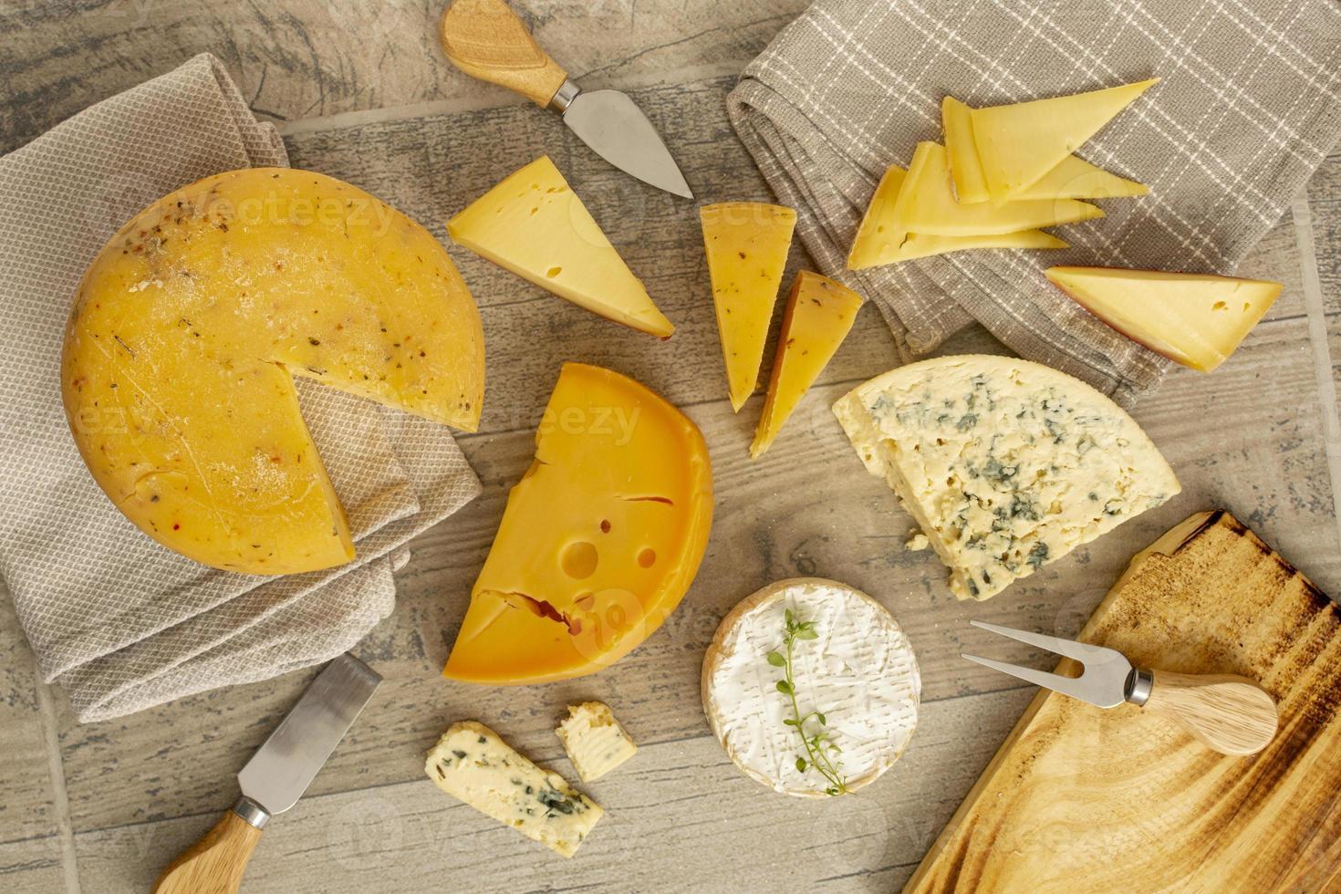 variedad de deliciosos quesos foto