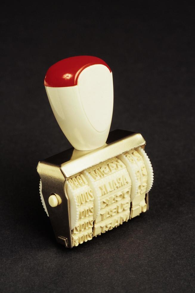 sello de fecha manual de goma foto