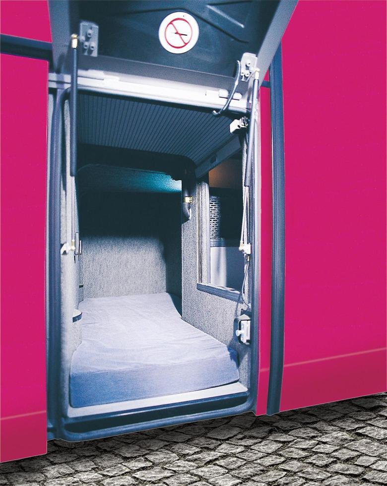 compartimento para el descanso y el sueño del conductor de repuesto. foto