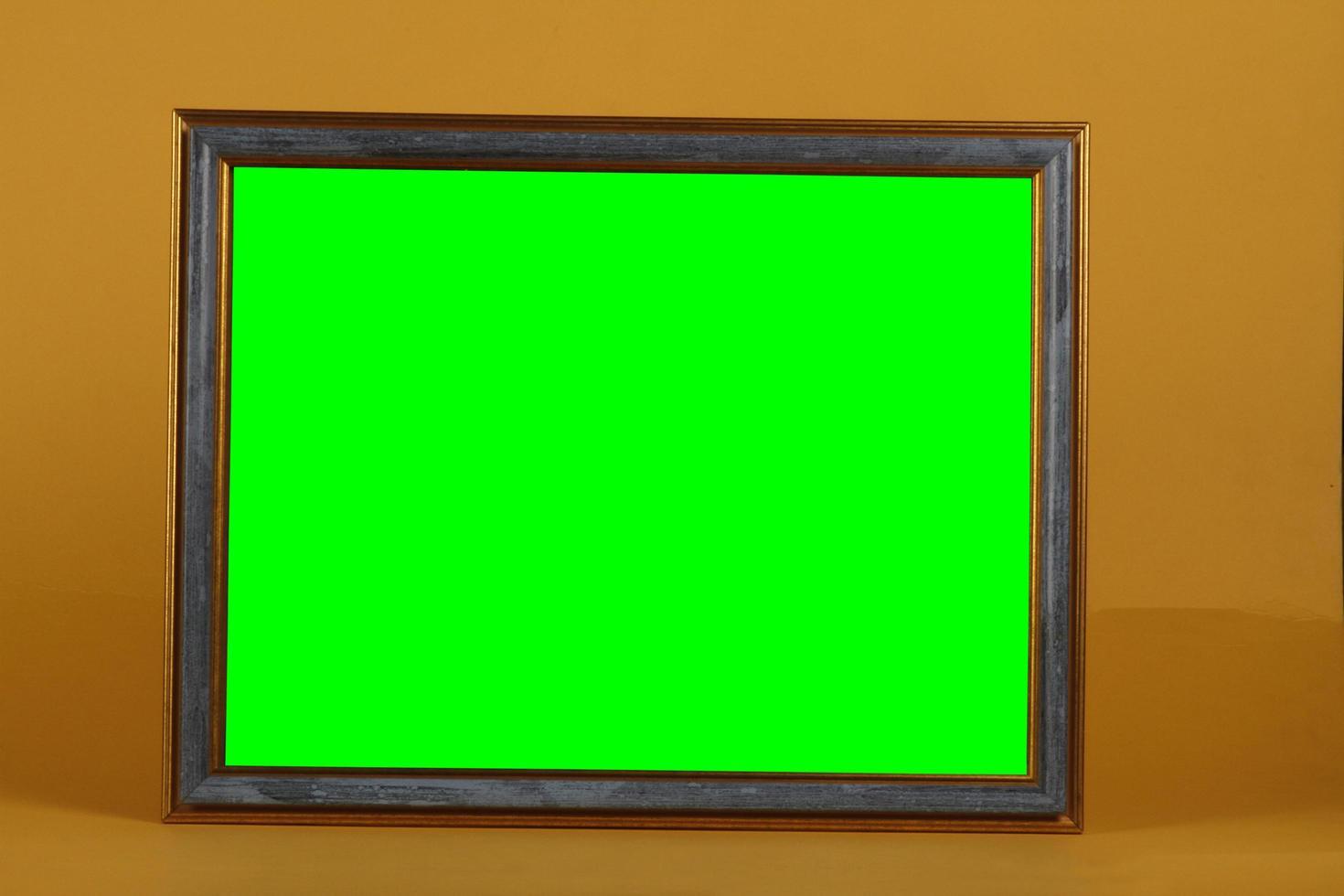 marco vacío de madera o material artificial. foto