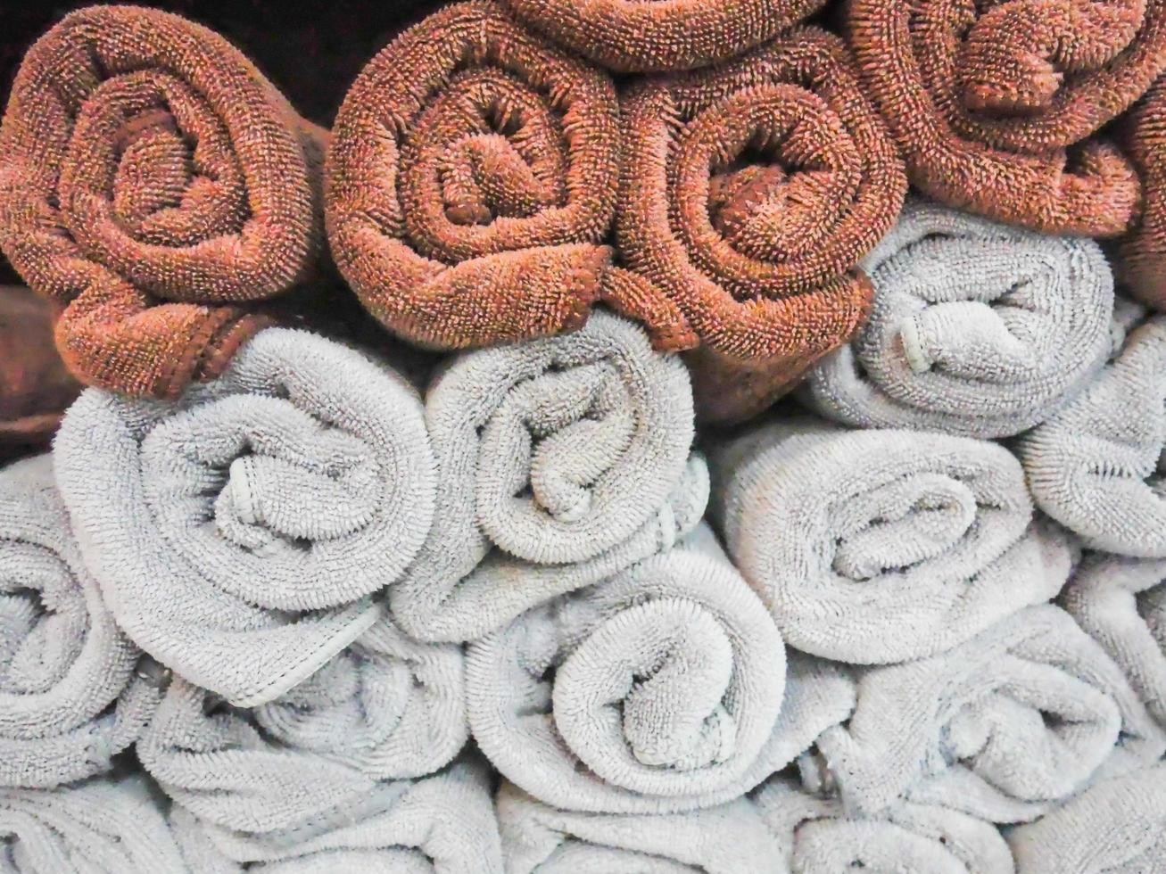 toallas spa, toallas rollos apilados. textura de fondo foto