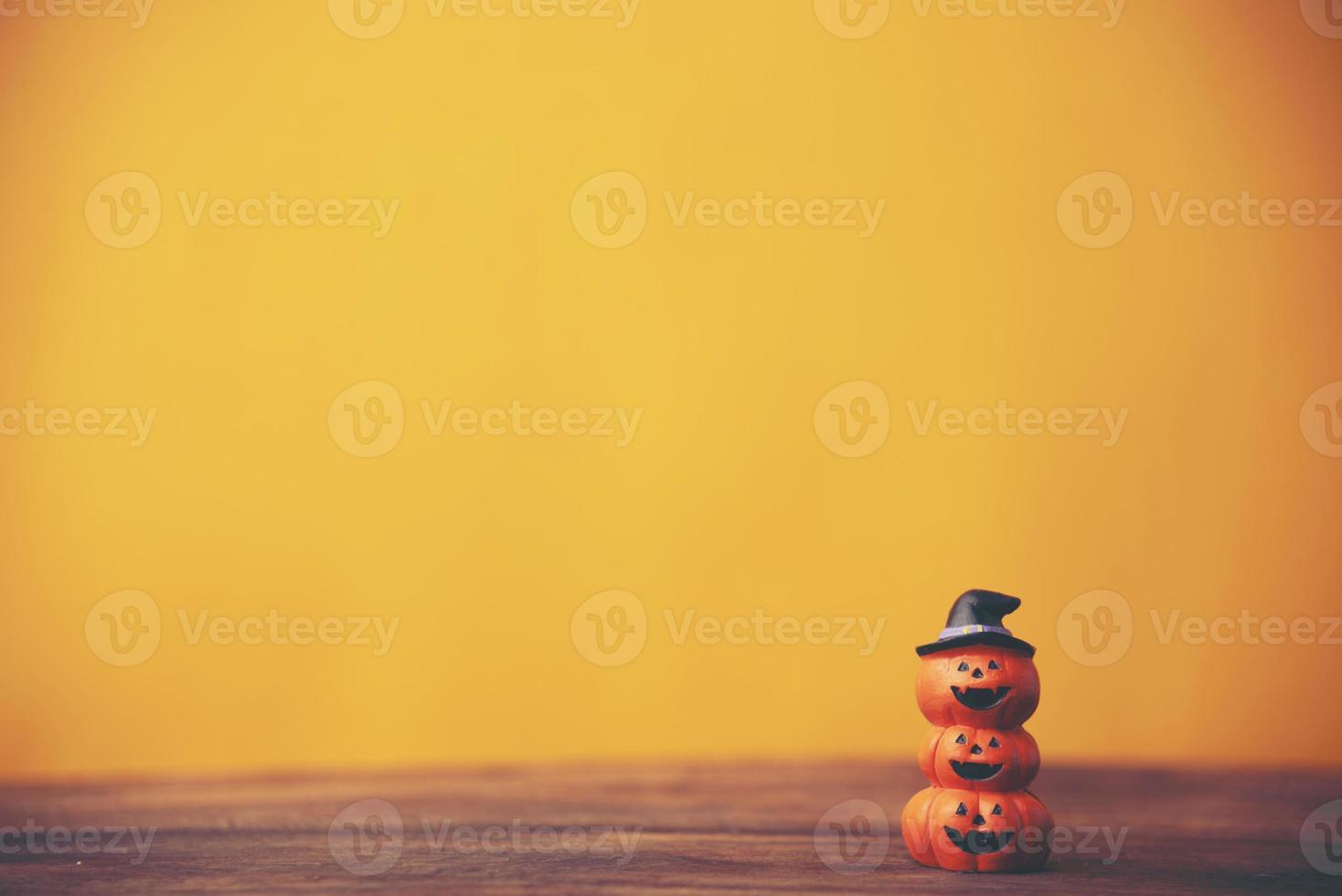 concepto de fondo de halloween, sobre fondo amarillo foto