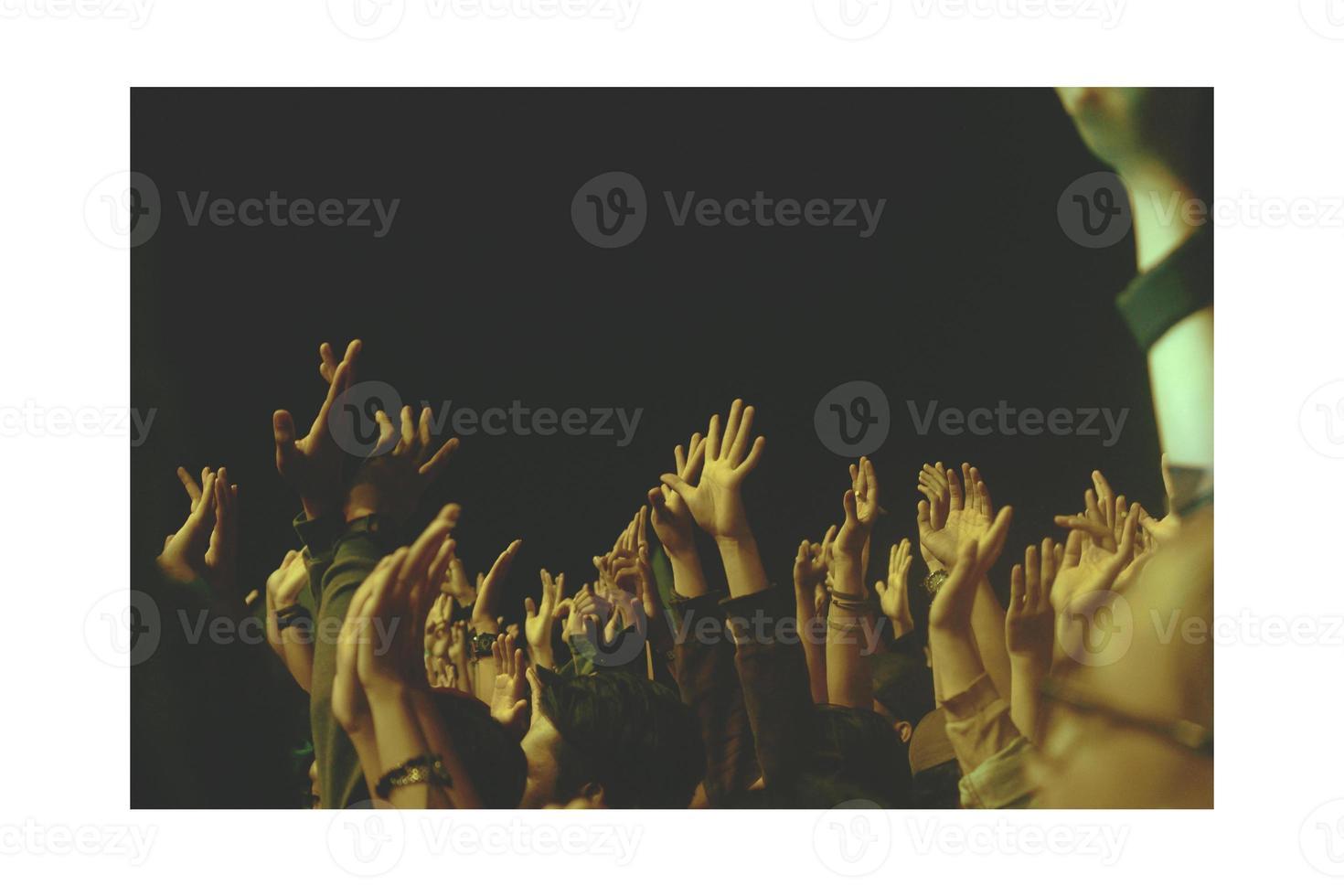 multitud, manos arriba, concierto, gente foto