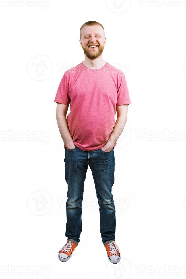 chico feliz en jeans y una camiseta foto