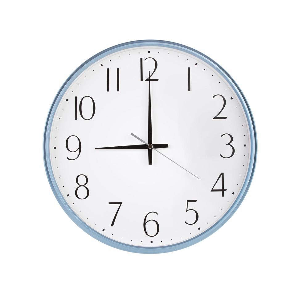 tres horas en el reloj redondo foto