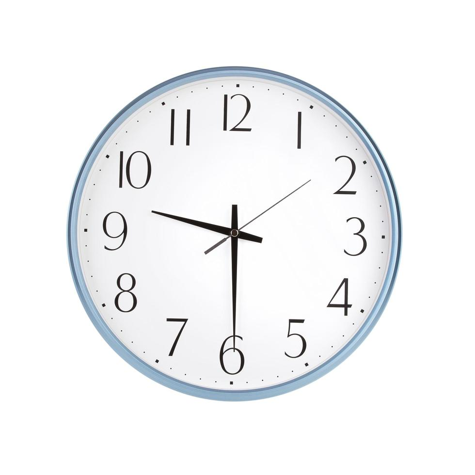 reloj redondo muestra las nueve y media foto