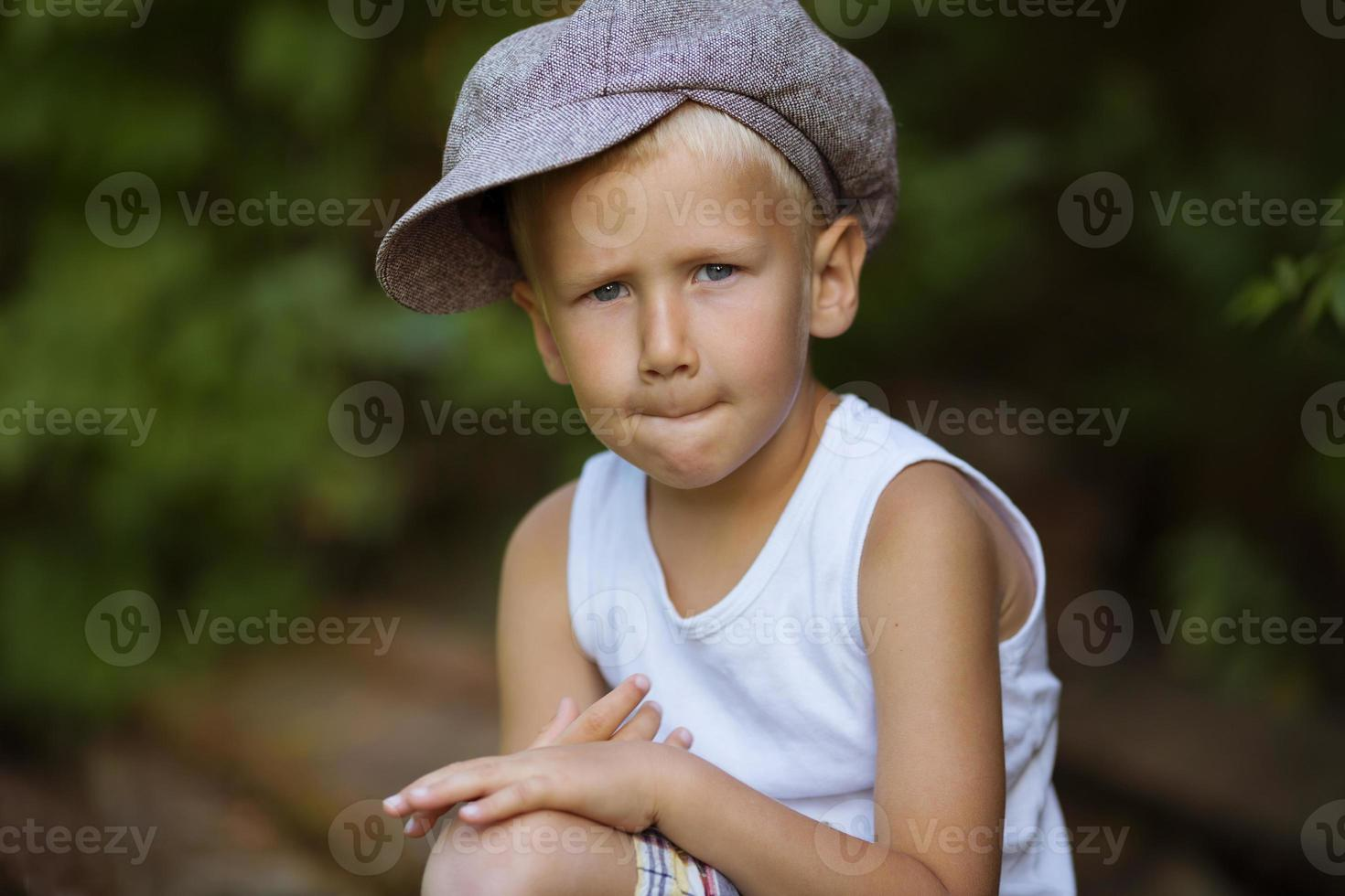 retrato de un niño rubio foto