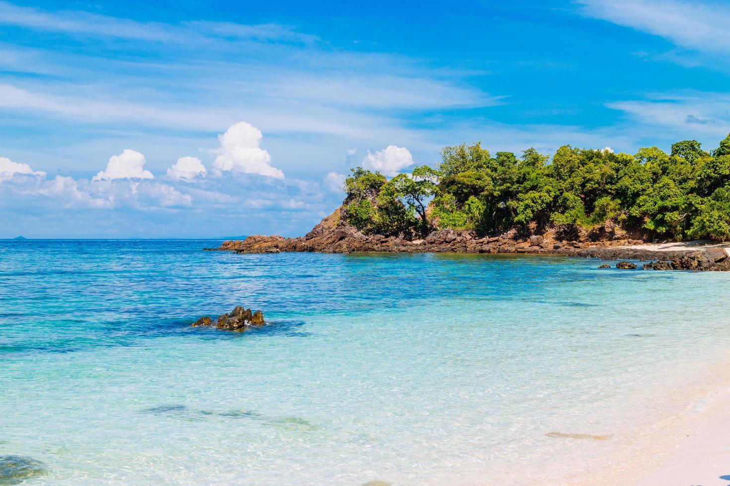 hermosa playa. isla de lipe, koh lipe, provincia de satun, tailandia foto