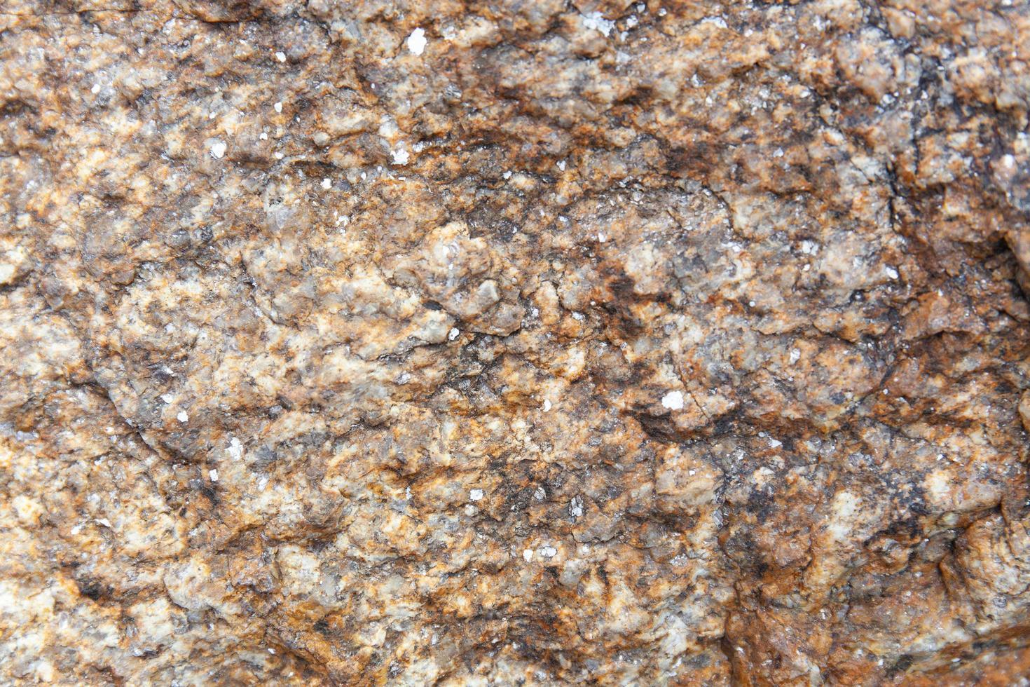 Fondo de textura de grunge de naturaleza abstracta de roca de granito marrón oscuro. foto