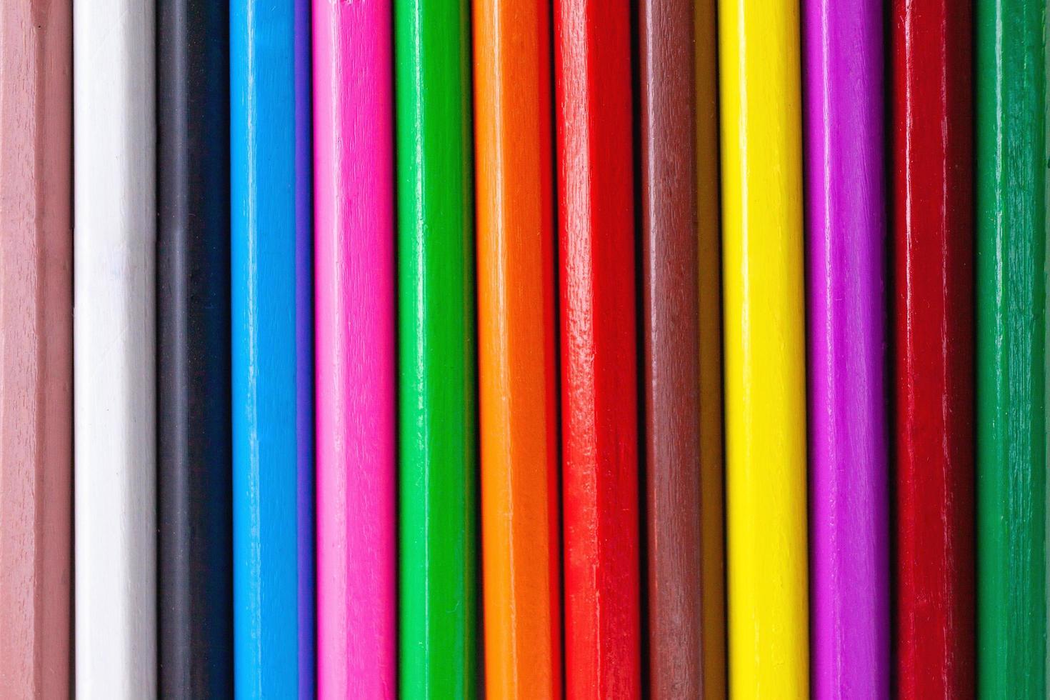 Patrón abstracto de lápices de colores de madera con textura de fondo. foto