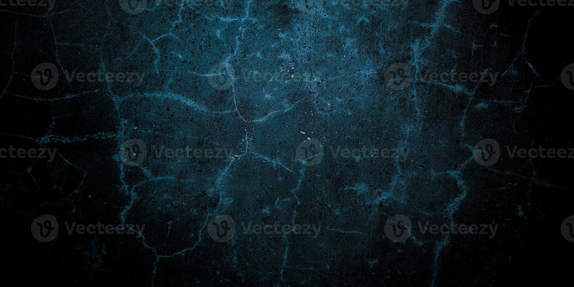 Aterrador pared agrietada azul oscuro para el fondo foto