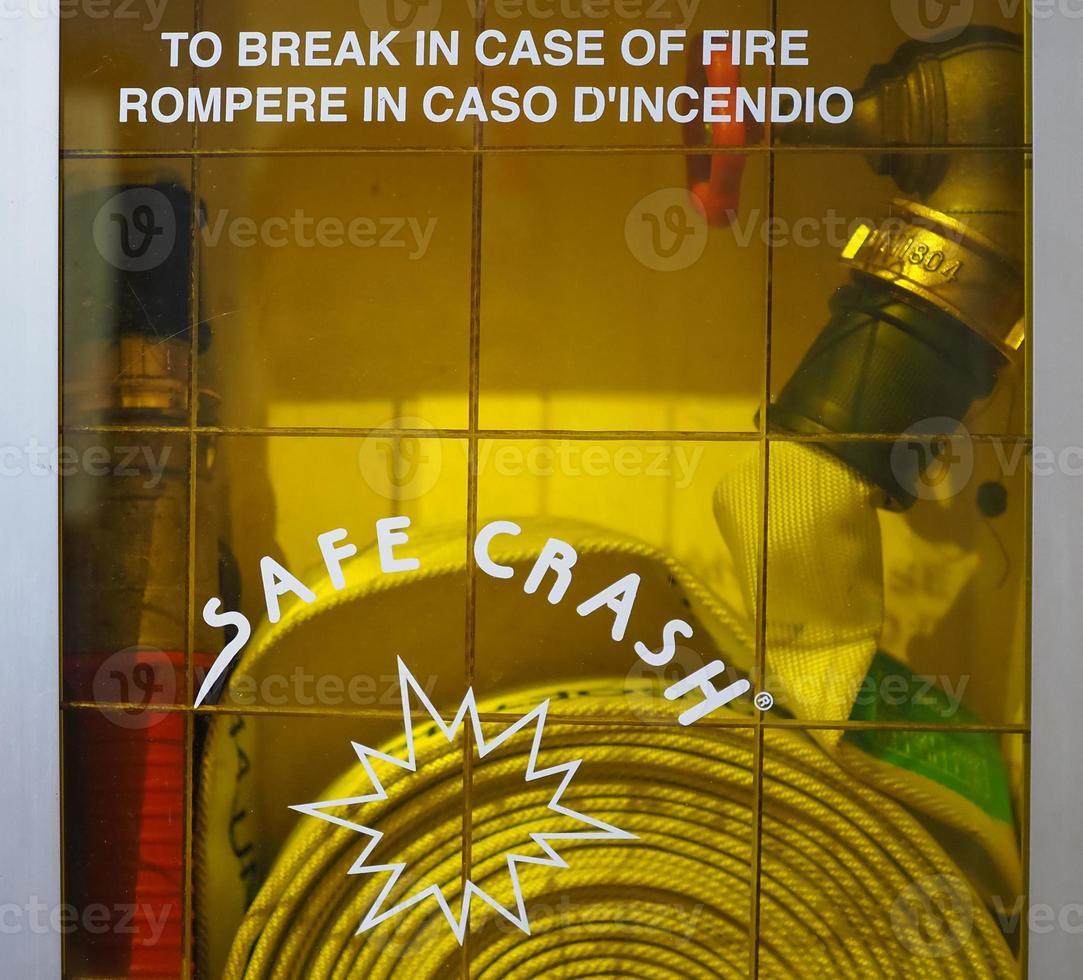 gabinete seguro de la manguera del fuego del choque foto