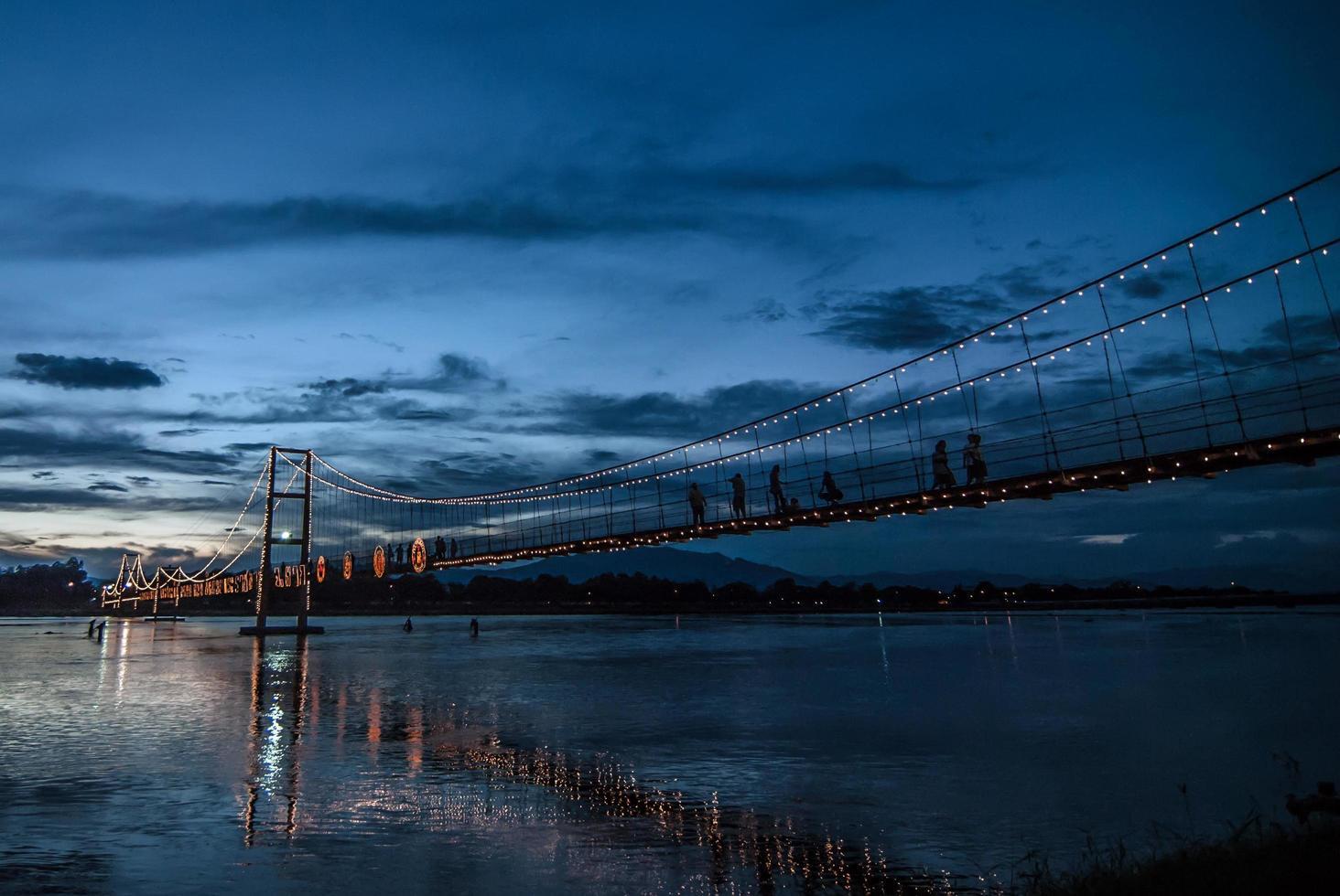 el viejo puente de madera foto